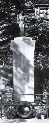 Pomnik w okresie międzywojennym.