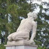"Rzeźba ""le Géant"" (Olbrzym)."